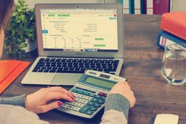 税理士試験で電卓は左手、左打ちの方が良いのか?1年間試してみた